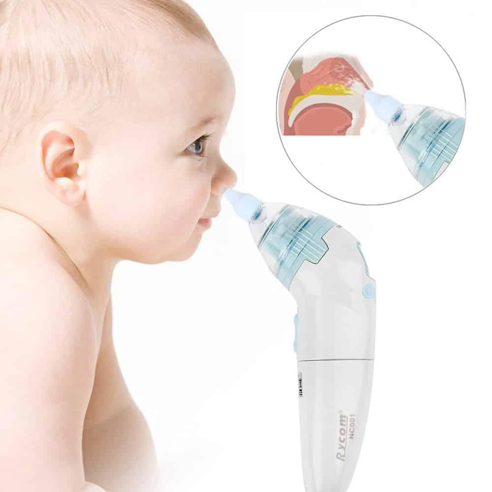 Удаление слизи из носа у младенцев