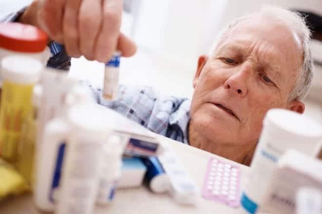 Перелом шейки бедра у пожилых людей причины, симптомы и методы лечения