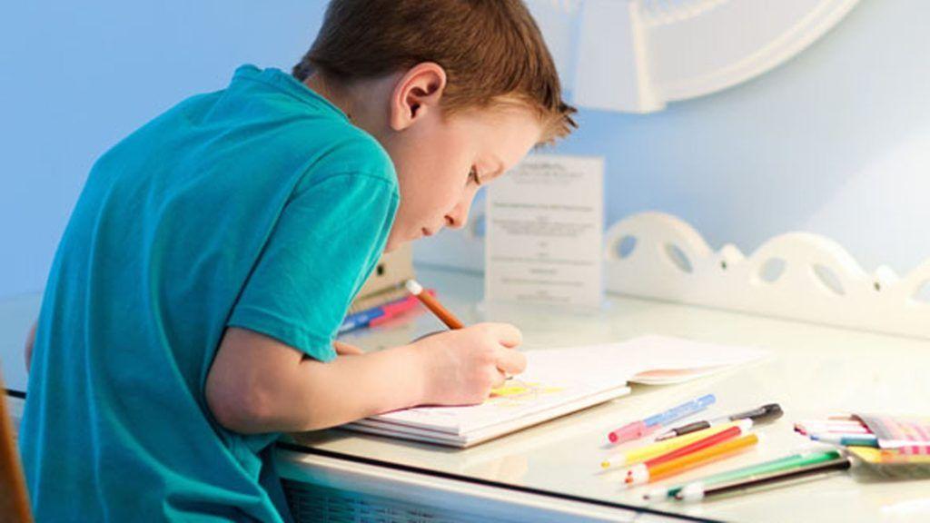 Неправильно подобранная мебель для занятий ведет к ухудшению осанки ребенка