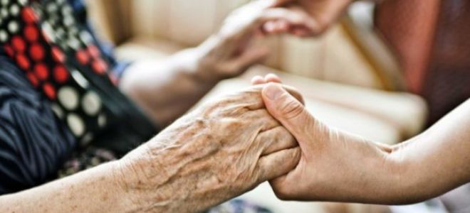 Уход на дому за престарелыми людьми старше 80 лет