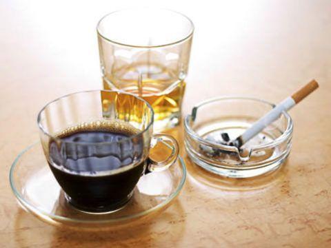 Алкоголь, курение и кофе вымывают Са из организма.