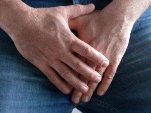 Какие виды сыпи на головке у мужчин наиболее опасны, а также, самые распространенные место проявлений. Если вы обнаружили такие проявления, то лучше узнать, какие болезни могут провоцировать и какая безопасна для здоровья. А также, что означает красная и белая сыпь на половом члене