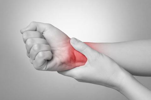 Артрит лучезапястного сустава развивается под действием множества причин