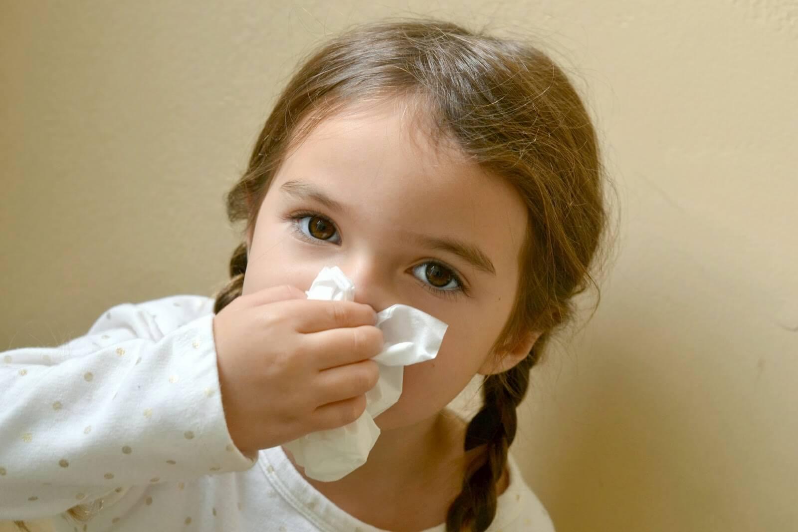 Закладывает нос без насморка: причины