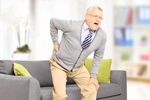 Боли в позвоночнике у пожилых людей обычно вызваны остеохондрозом