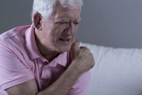Деформирующий артроз вызывает боль в плече