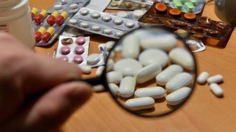 Для лечения больных сочленений врач назначает ряд препаратов.