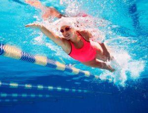 Плавание практически не имеет противопоказаний
