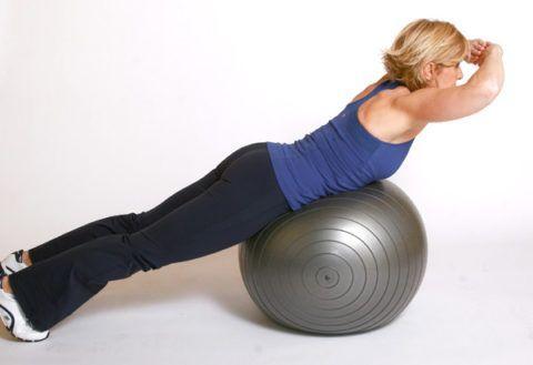 Фитбол( на фото), как спортивный снаряд, с успехом используют в комплексе упражнений при лечении заболеваний костей таза.