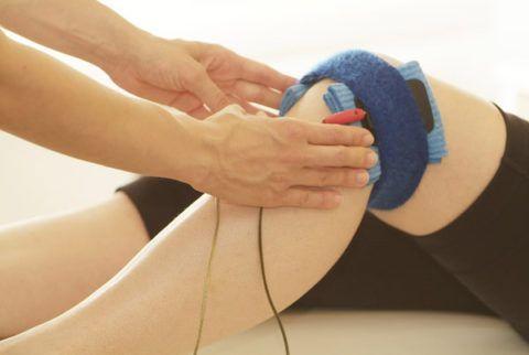 Физиотерапевтические процедуры с успехом используют в комплексном лечении артроза колена.