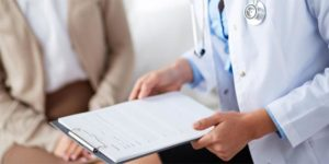 Геморрой традиционно лечат медикаментами