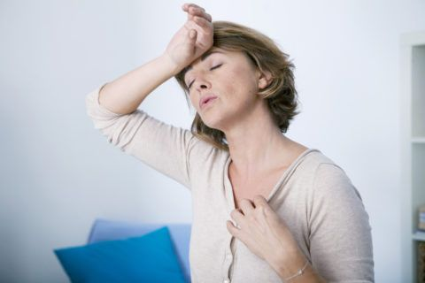Гормональные нарушения могут приводить к нарушению питания суставных тканей.