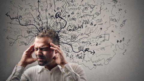 Хронический стресс часто сопровождается головной болью, повышенной утомляемостью и ломотой в теле.