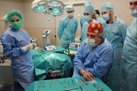 Иногда осложнением после операций на сочленениях становится появление остеофитов.