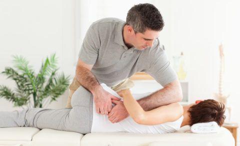 Как лечить остеохондроз грудной клетки с помощью мануальной терапии?