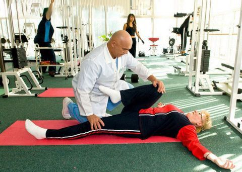 Как правильно выполнять упражнения для сочленений должен показать специалист.