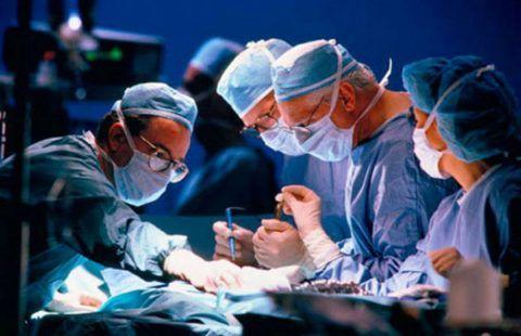 Лечение привычного вывиха предполагает проведение операции.