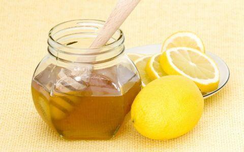 Лимон и мед используют для приготовления иммуностимулирующего настоя.