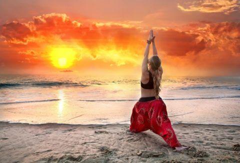 Любимая музыка или «звуки природы», станут лучшим сопровождением, помогающим выполнять комплексы йоги на выпрямление спины ежедневно