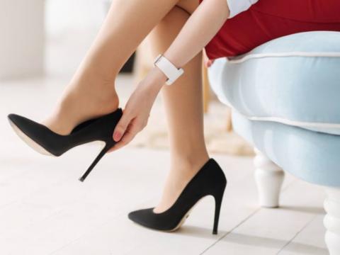 Любовь к каблукам может спровоцировать болезни позвоночника