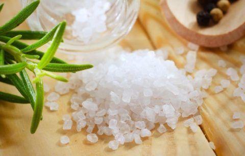 Любые виды соли отлично справляются с болью при остеохондрозе.