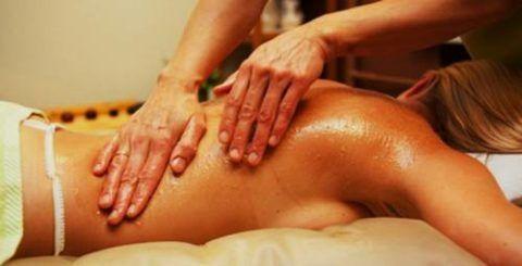 На фото медовый массаж