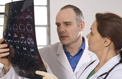 Симптомы и лечение рака предстательной железы 4 степени. Прогнозы при болезни с метастазами в кости