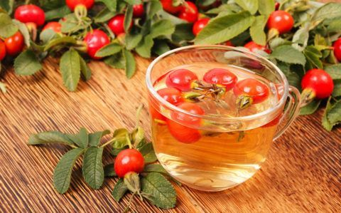 Напиток из шиповника восполнит недостаток аскорбиновой кислоты в организме.