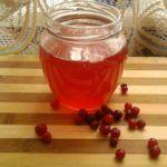 Настой брусничных ягод поможет улучшить иммунитет и запустить процессы восстановления суставных тканей