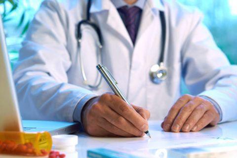 Обнаружив у себя специфические симптомы, нужно обратиться за медицинской помощью