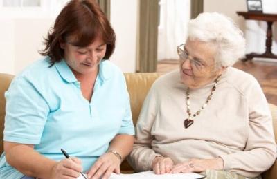 Кого поселяют в дом престарелых и какие документы нужны для оформления?
