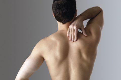 Основным проявлением остеохондроза становится боль