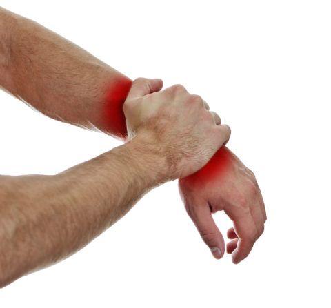 Первый симптом, который возникает на месте происшествия – боль, характерная для каждой стадии патологии.