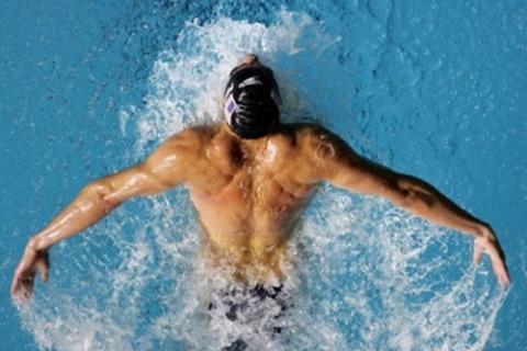Плаванье, особенно стилем Баттерфляй, - важная и очень эффективная составляющая ЛФК при гиперкифозе