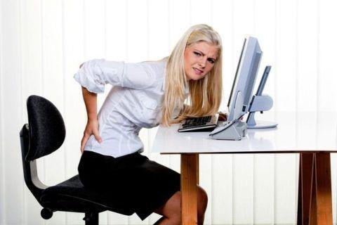 Такое поражение часто сопровождается постоянным дискомфортом, тяжестью, болями в пояснице