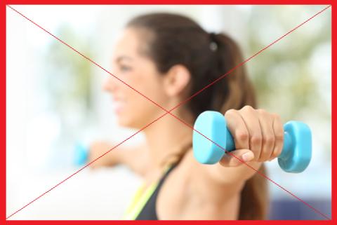 При артрозе плеча самостоятельно заниматься с утяжелениями не рекомендовано. Также с осторожностью используйте любой тренажер