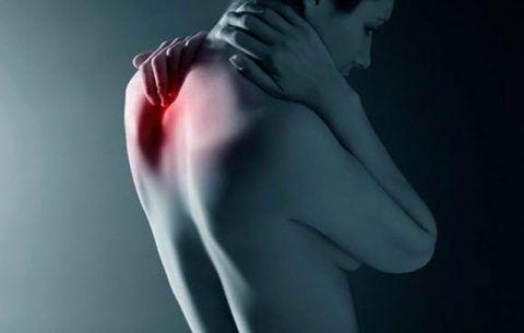 При этом заболевании наблюдается компрессия спинного мозга, сосудов, нервных окончаний