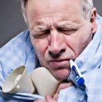 При гриппе может сильно ломить все тело