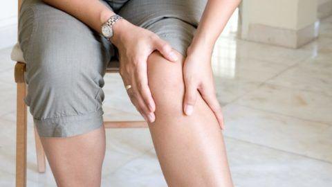 Самомассаж при гонартрозе или после травмы колена можно выполнять в домашних условиях