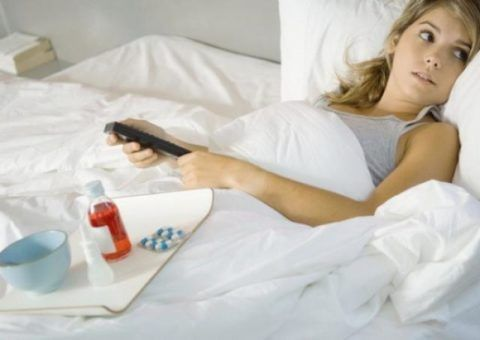 При сильном болевом синдроме рекомендуют полный покой.