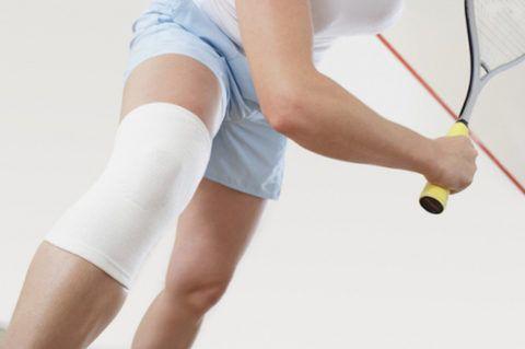 При занятиях спортом пациентам переживших операцию на мениск необходимо надевать утягивающую повязку с фиксирующим эффектом.