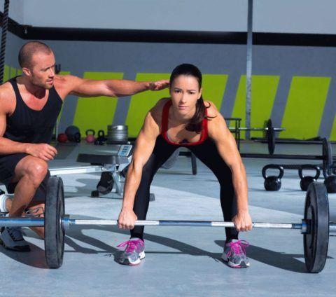 Причиной развития гонартроза коленей может быть профессиональный спорт с большими физическими нагрузками и поднятием тяжестей.
