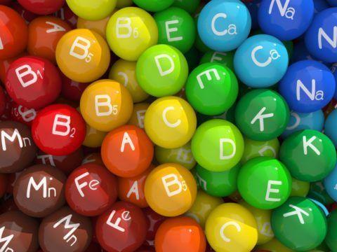 Прием витаминных комплексов поможет справиться с нехваткой полезных веществ в организме.