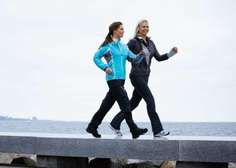 Прооперированную ногу поможет восстановить ходьба.