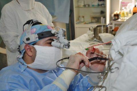 Радикальное хирургическое удаление грыжи между позвонками – серьезная операция с длительным реабилитационным периодом.