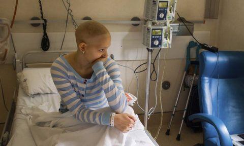 Раковые опухоли могут стать причиной разрастания суставных тканей.