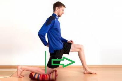 Растяжка в стойке на одном колене