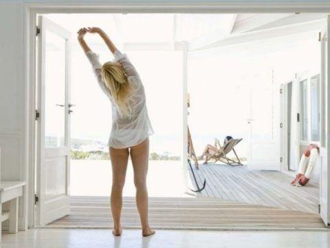 Разминка суставов и мышц после сна подготовит организм к предстоящим нагрузкам