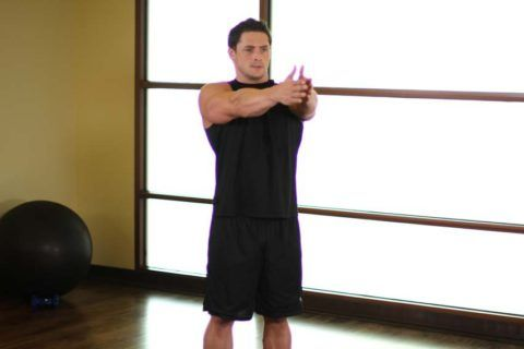 Разведение рук поможет разработать плечо после травмы.