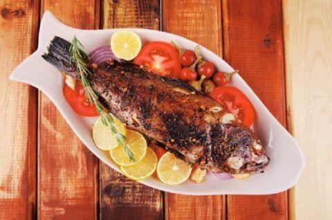 Рекомендуется включить в свой рацион овощи и рыбу